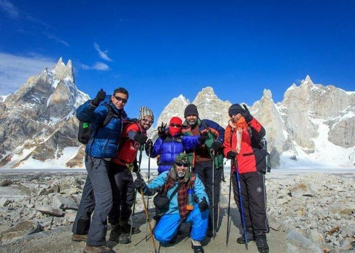 Group photo at Karfogoro. 800x500 1